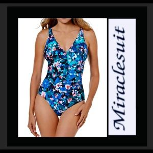 Miraclesuit swimsuit NWT size 12 blue floral